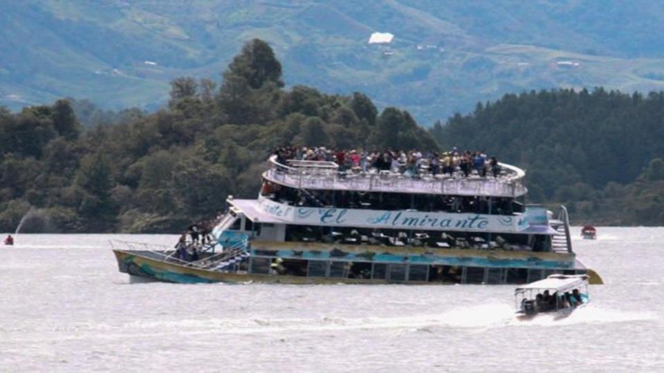 กู้ภัยโคลอมเบีย เร่งค้นหาผู้สูญหายเรือนักท่องเที่ยวล่ม